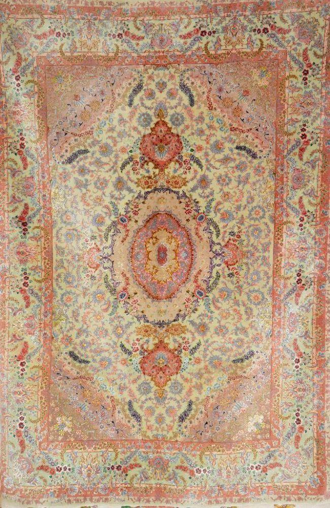 Sehr feiner Täbriz, Persien, ca. 40 Jahre, Korkwolle mit und auf Seide, ca. 235 x 157 cm,EHZ: 2-3 —