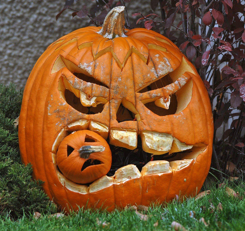 Pin by kristen marshall on halloween haunts homemade halloween decorations halloween pumpkins - Citrouille effrayante ...