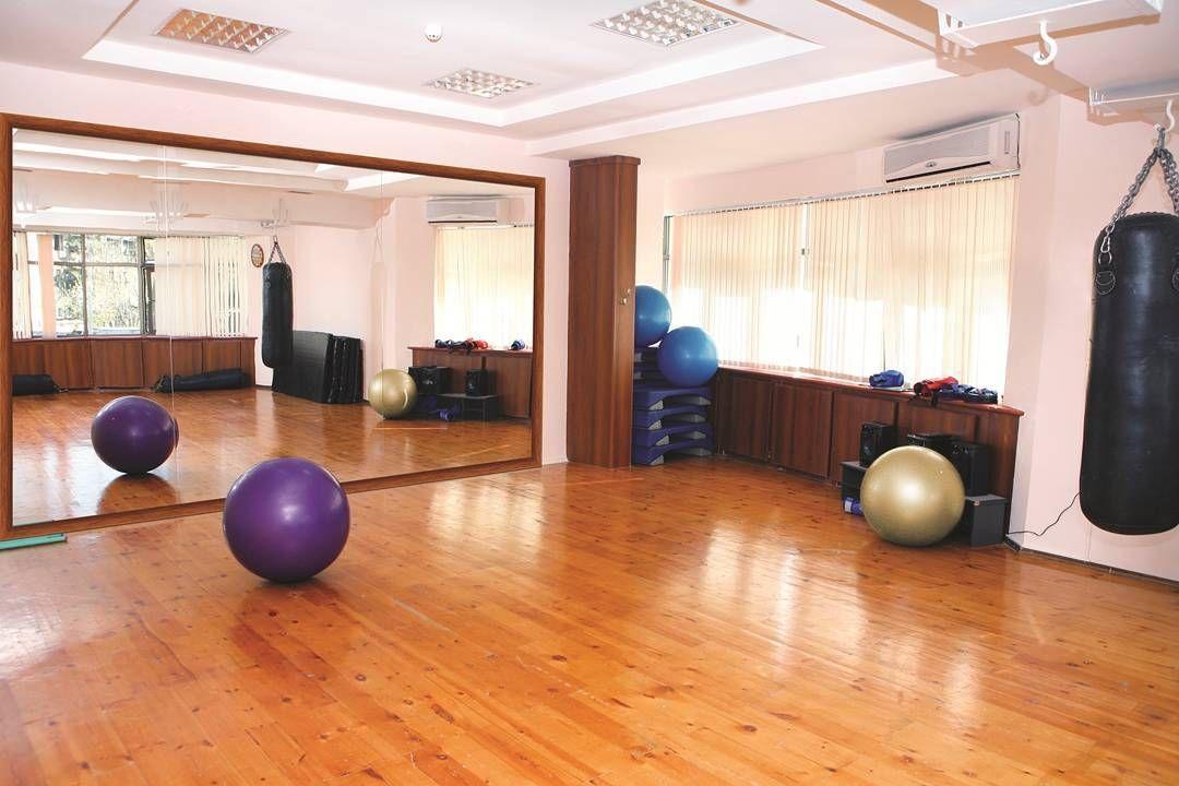 Mirrors Sports vinyl, Best vinyl flooring, Gym workouts