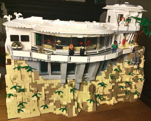 Tony stark s workshop malibu mansion exterior progress for Iron man maison