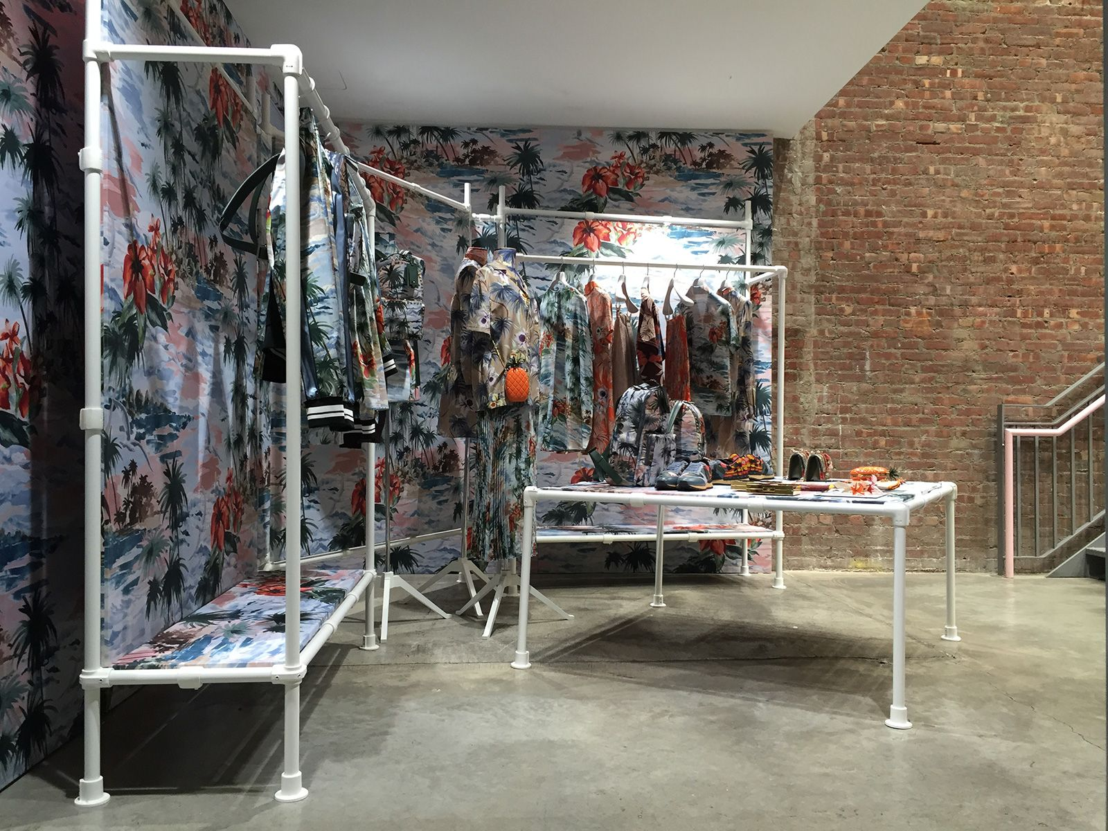 New Spaces For Nyfw At Dover Street Market Ny Addicted To Retail Dover Street Market Shop Interiors News Space