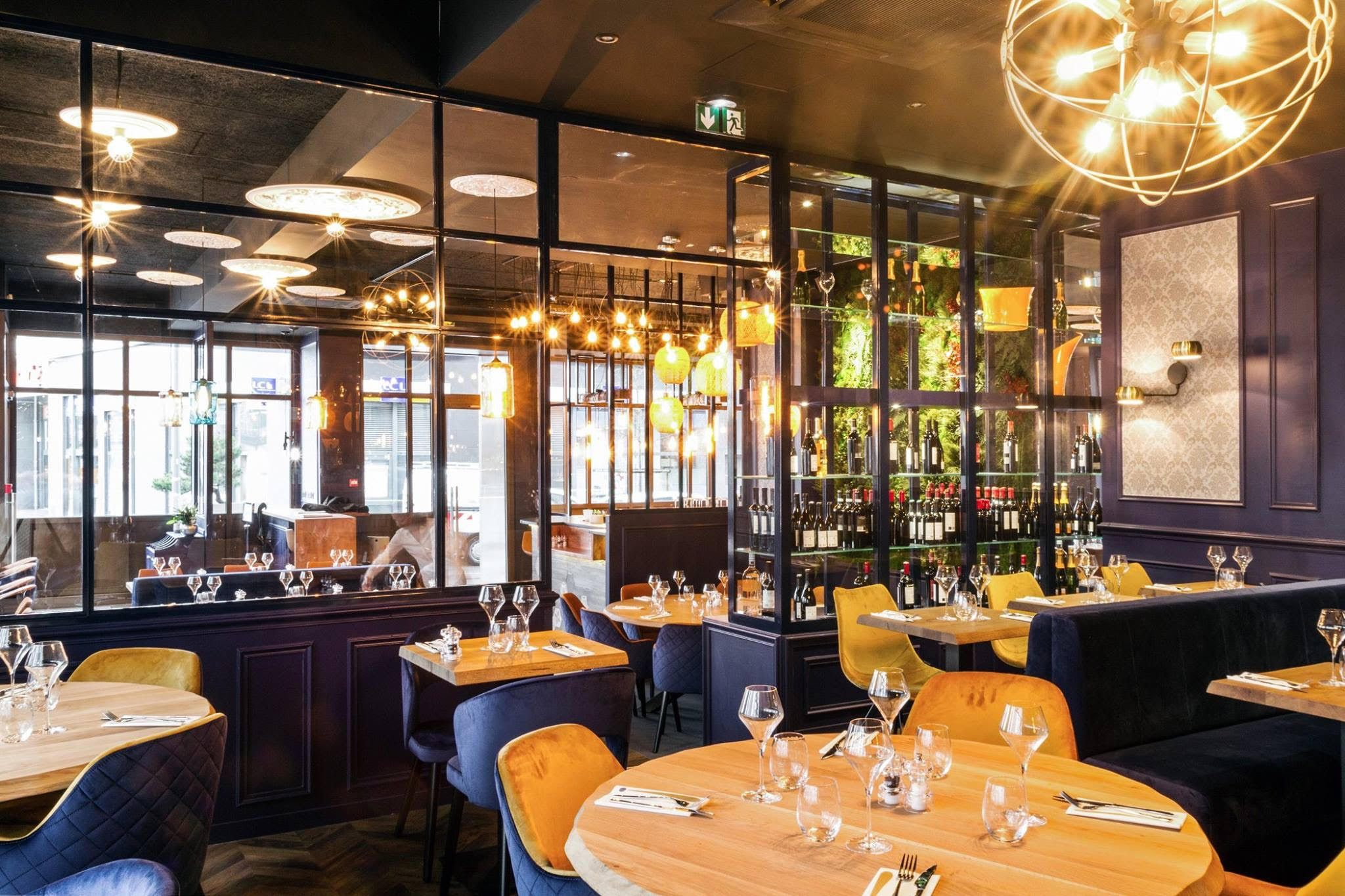 Au Coin Bistro Restaurant Interior Design Pinterest - Fancy restaurant table