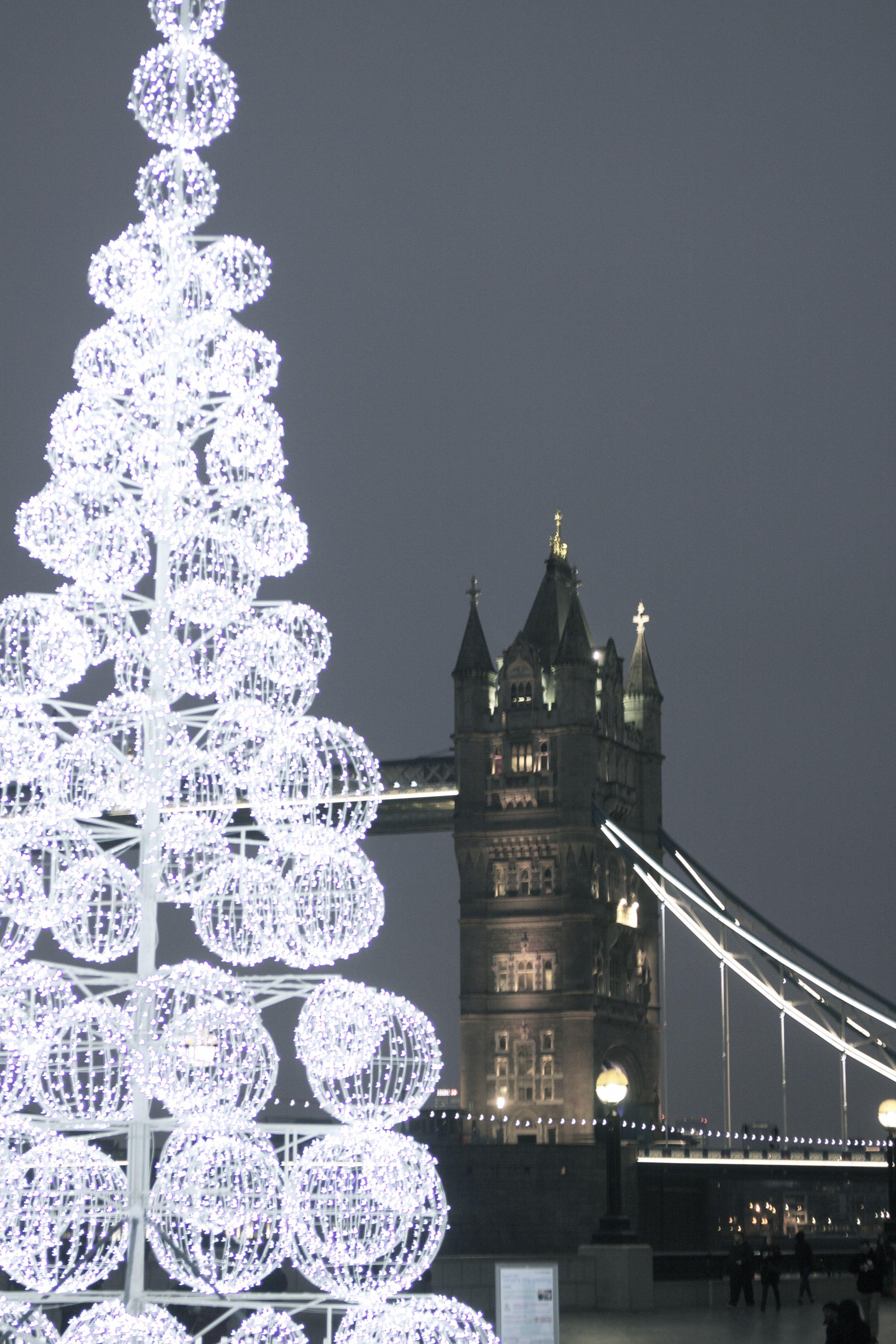 40ft Commercial Christmas Tree London Bridge Tower Bridge Christmas Tree Christmas Commercial Christmas Decorations Led Christmas Tree Christmas Decorations