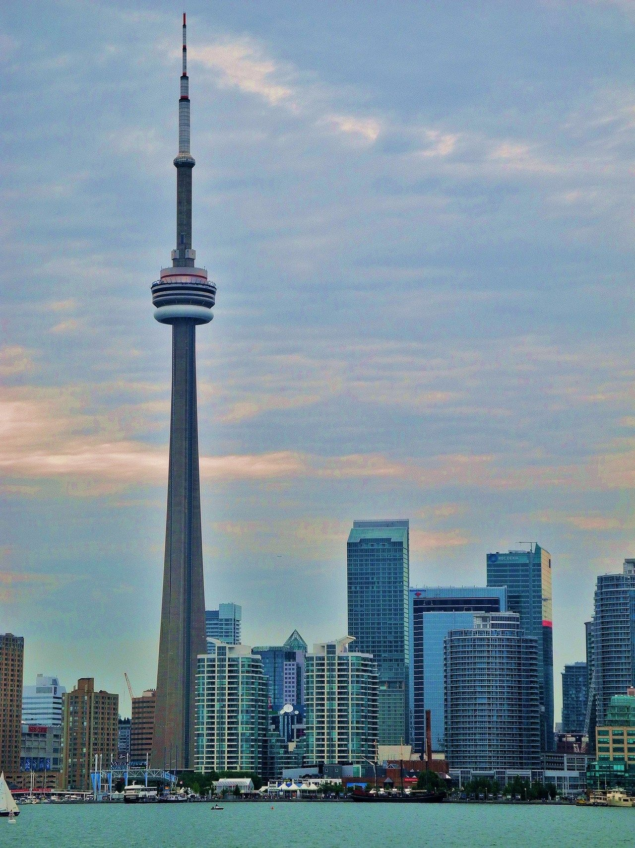 Travel To Canada S Wonder Of The World The Cn Tower In