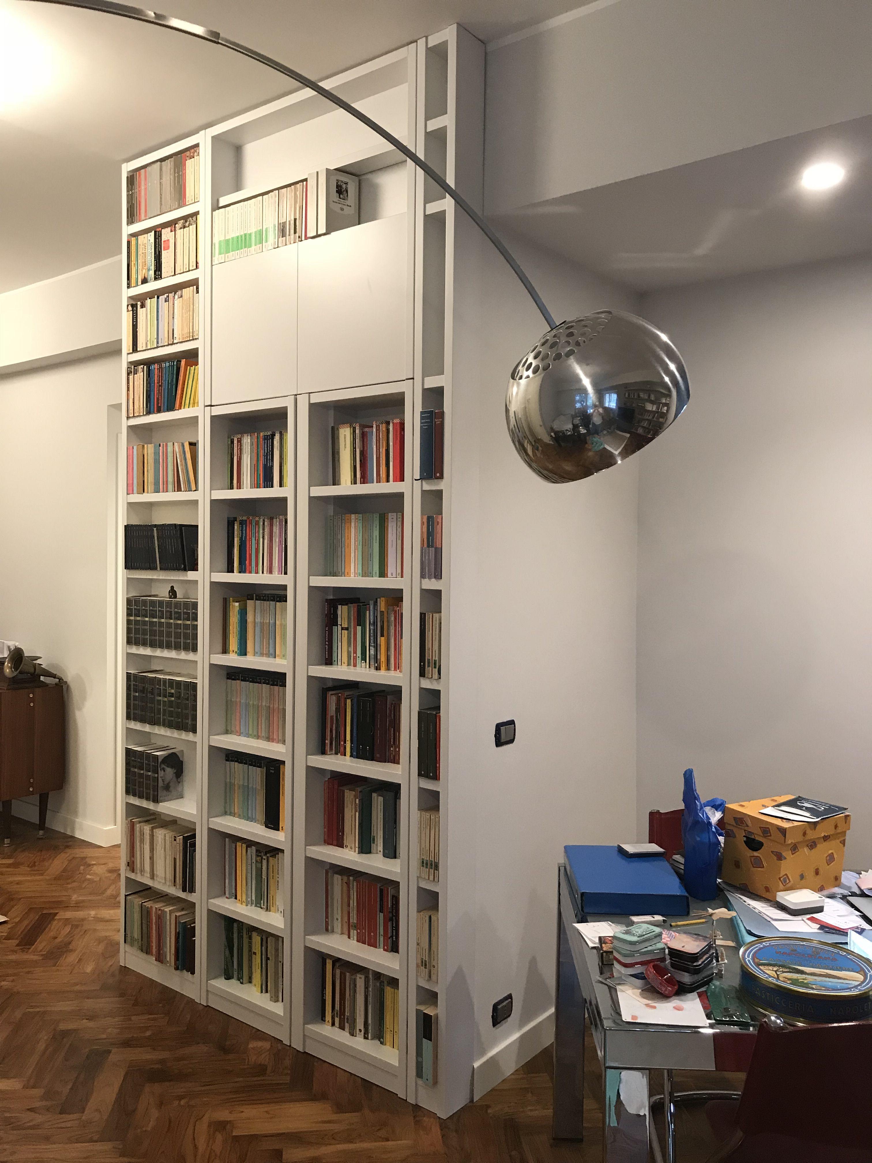Libreria con cabina armadio dietro | Librerie, Cabina ...
