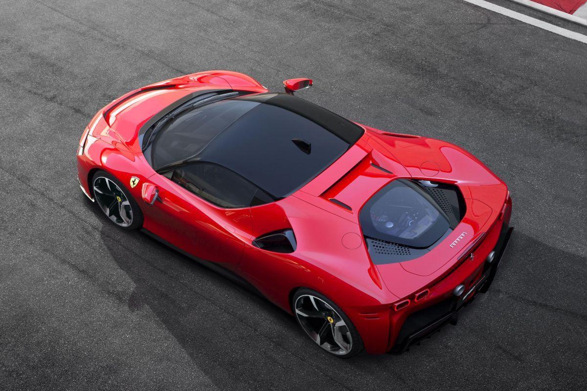 The 986 Hp Ferrari Sf90 Stradale Is A Totally Bonkers Hybrid Hypercar Super Cars New Ferrari Latest Cars