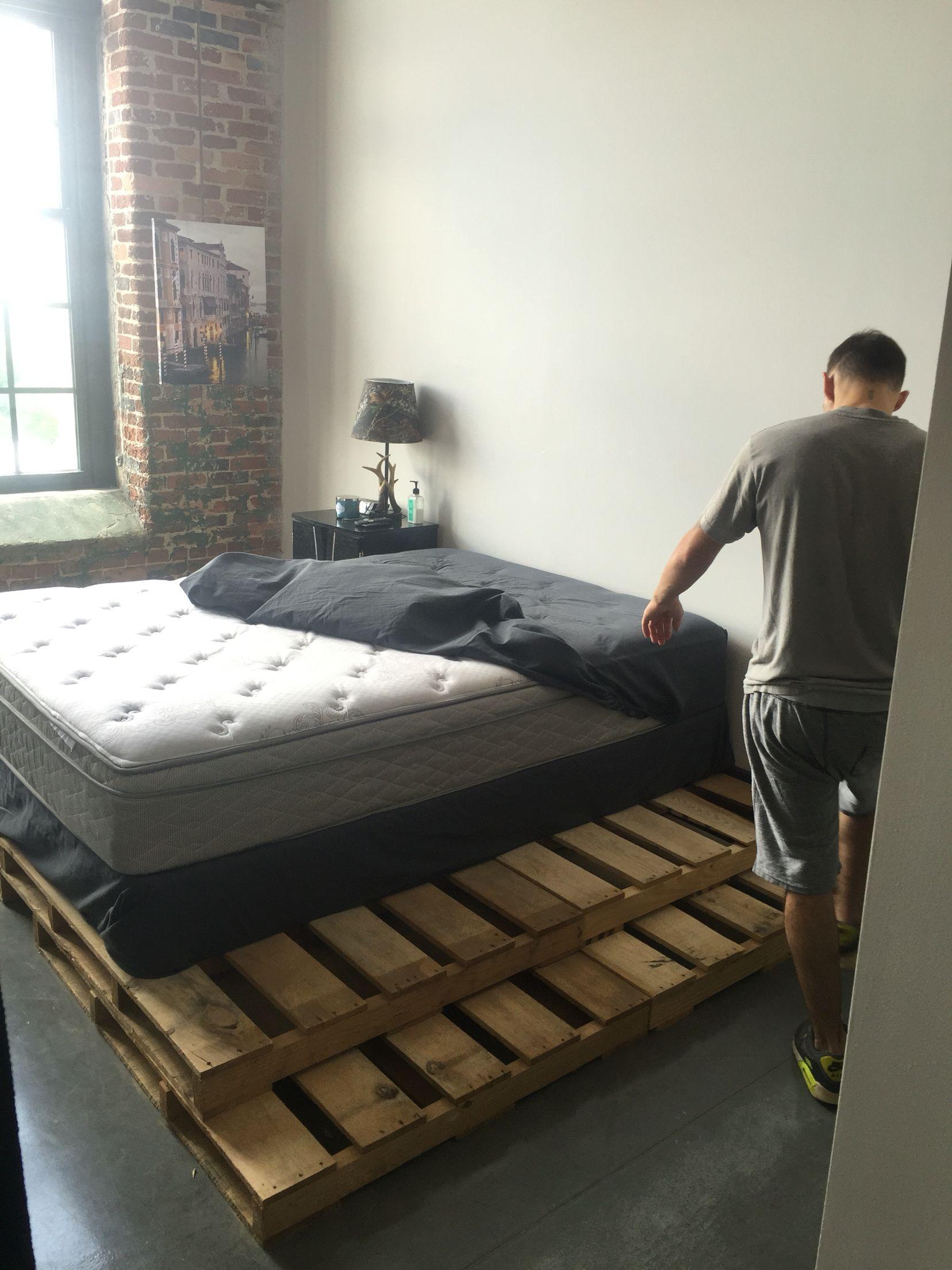 8 Pallets Under Bed Diy Pallet Bed Bed Under Bed