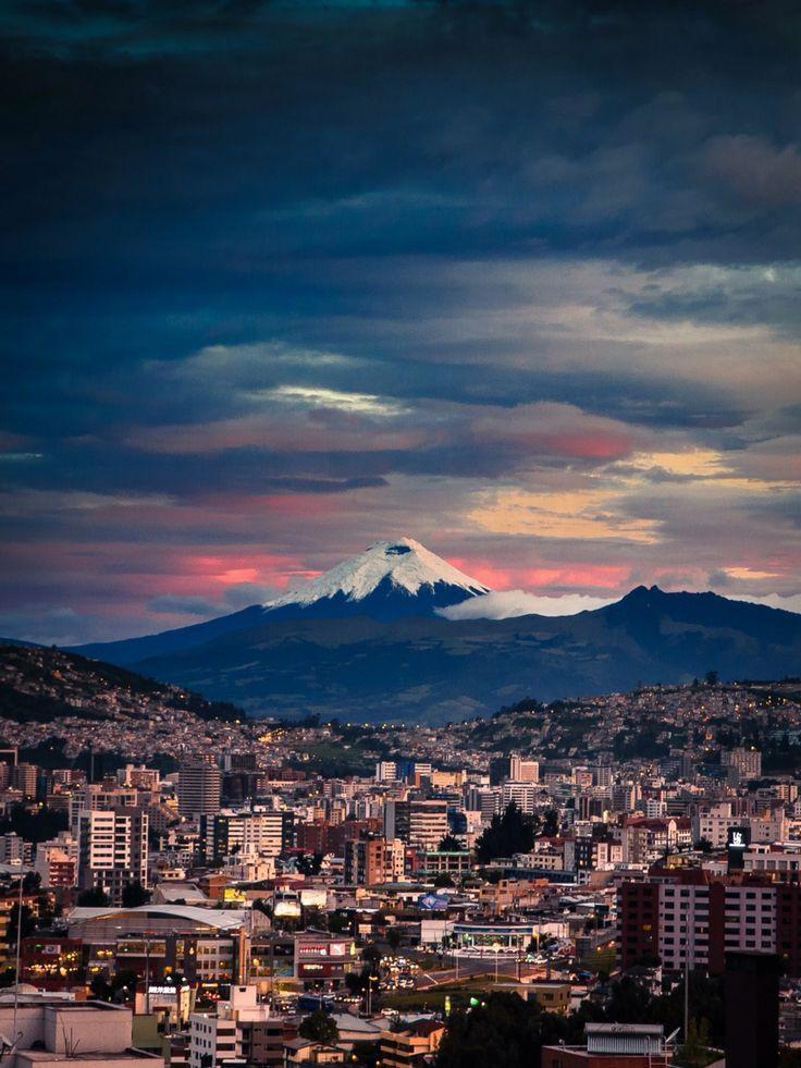 Atardecer Quito Con El Cotopaxi De Testigo Paisajes Ecuador Viajar A Ecuador Turismo