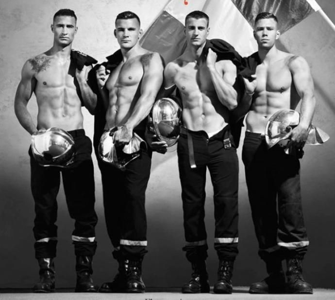 французские пожарные фото ночное время