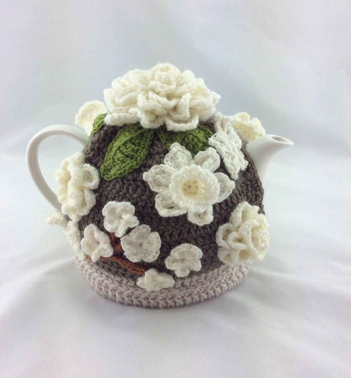 Pin by linda on pats pinterest tea cozy teas and tea cosies a beautiful crochet tea cosy decorated with a lovely variety of white flowers a wonderful addition to any table or kitchen a lovely gift for that someone izmirmasajfo Image collections
