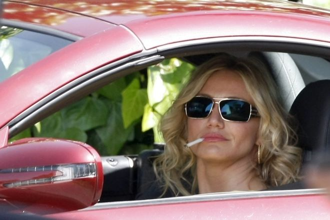 Cameron Diaz Smoking | Smoke, Smoke, Smoke That Cigarette ...