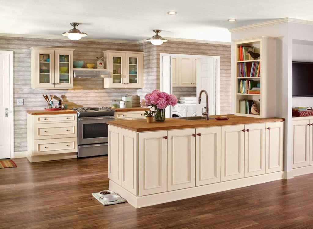 Best Cottage Charm Kitchens By Kraftmaid® Cabinetry In 2020 400 x 300