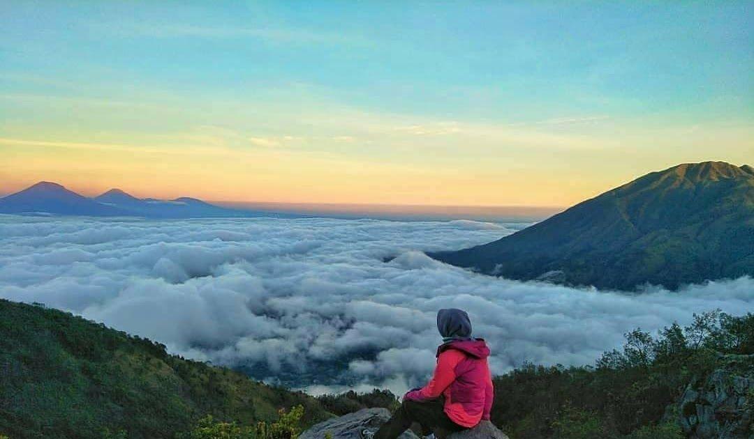 Background Pemandangan Pegunungan