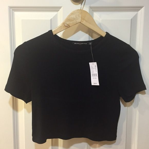 Brandy Melville Crop Top Super Cute Brandy Melville Black crop top Brandy Melville Tops Crop Tops