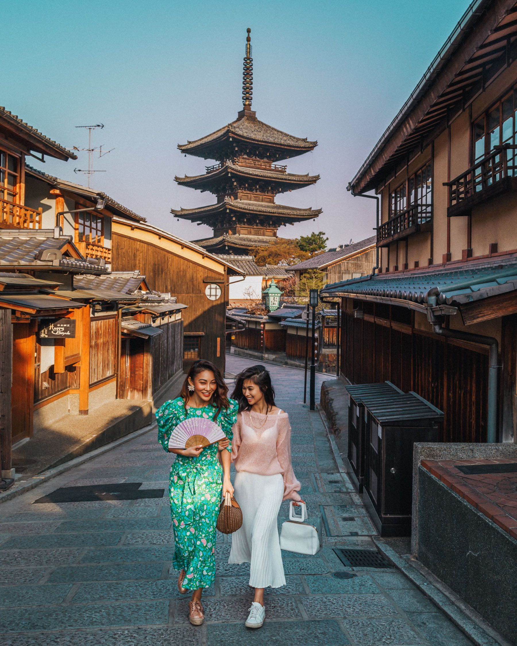7 Best Spots for Cherry Blossoms in Japan - Kyoto - Path to Yasaka-No-To Pagoda, luxury travel blogg...