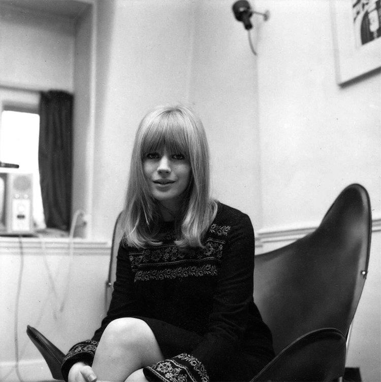 vintage everyday: 50 Rare and Beautiful Black and White Portraits of Marianne Faithfull in the 1960s