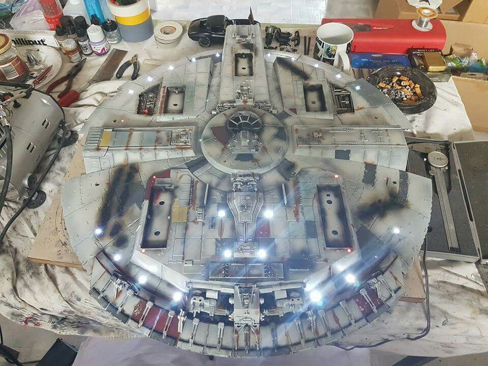 Millenium Falcon model with movie accurate landing gear