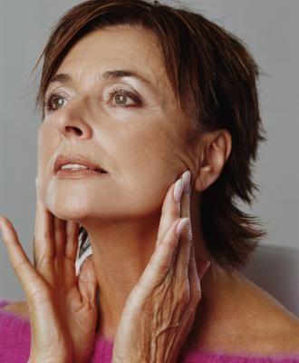 Exercise to tighten facial sagginess