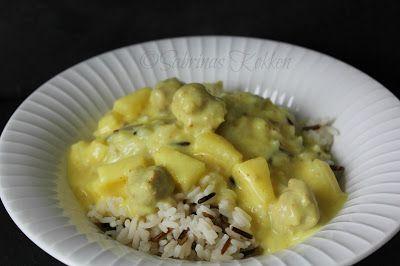 Sabrina's Køkken: Boller i karry med kokosmælk og ananas