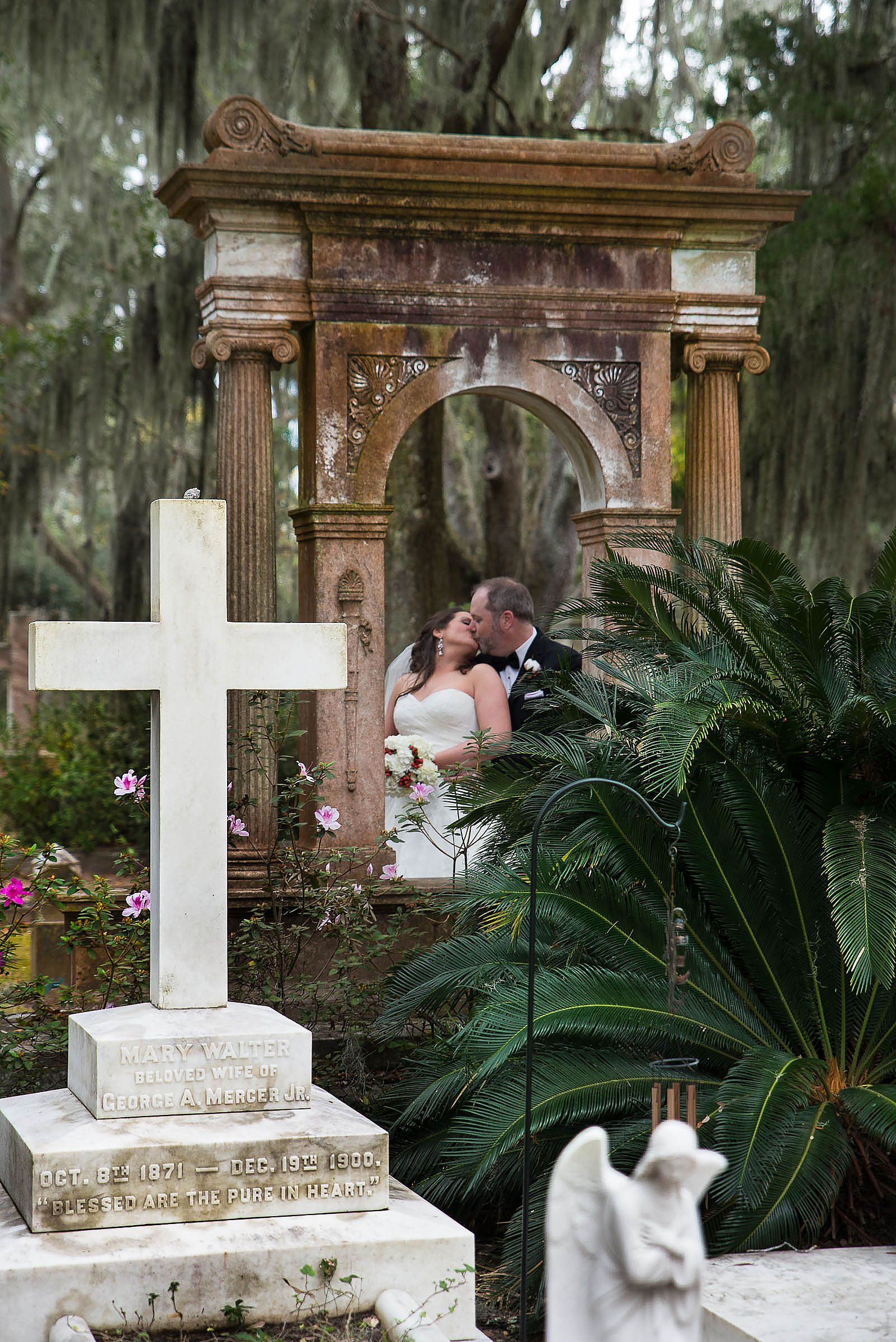 Bonaventure Cemetery Wedding Photography By Www Rkirby Com Cemeteries Photography Savannah Wedding Wedding Pictures