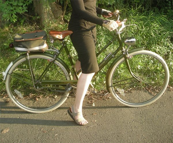 Review Of Lucy 3 Speed A Raleigh Lady S Sports Bicycle Chic