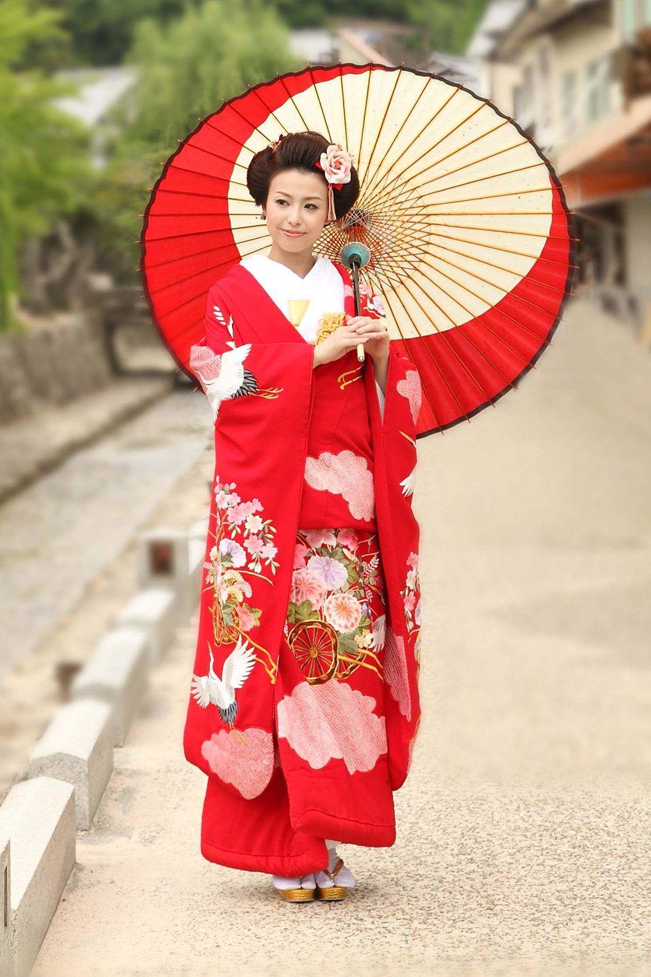 pretty red uchikake so beautiful japan kimono japonais. Black Bedroom Furniture Sets. Home Design Ideas