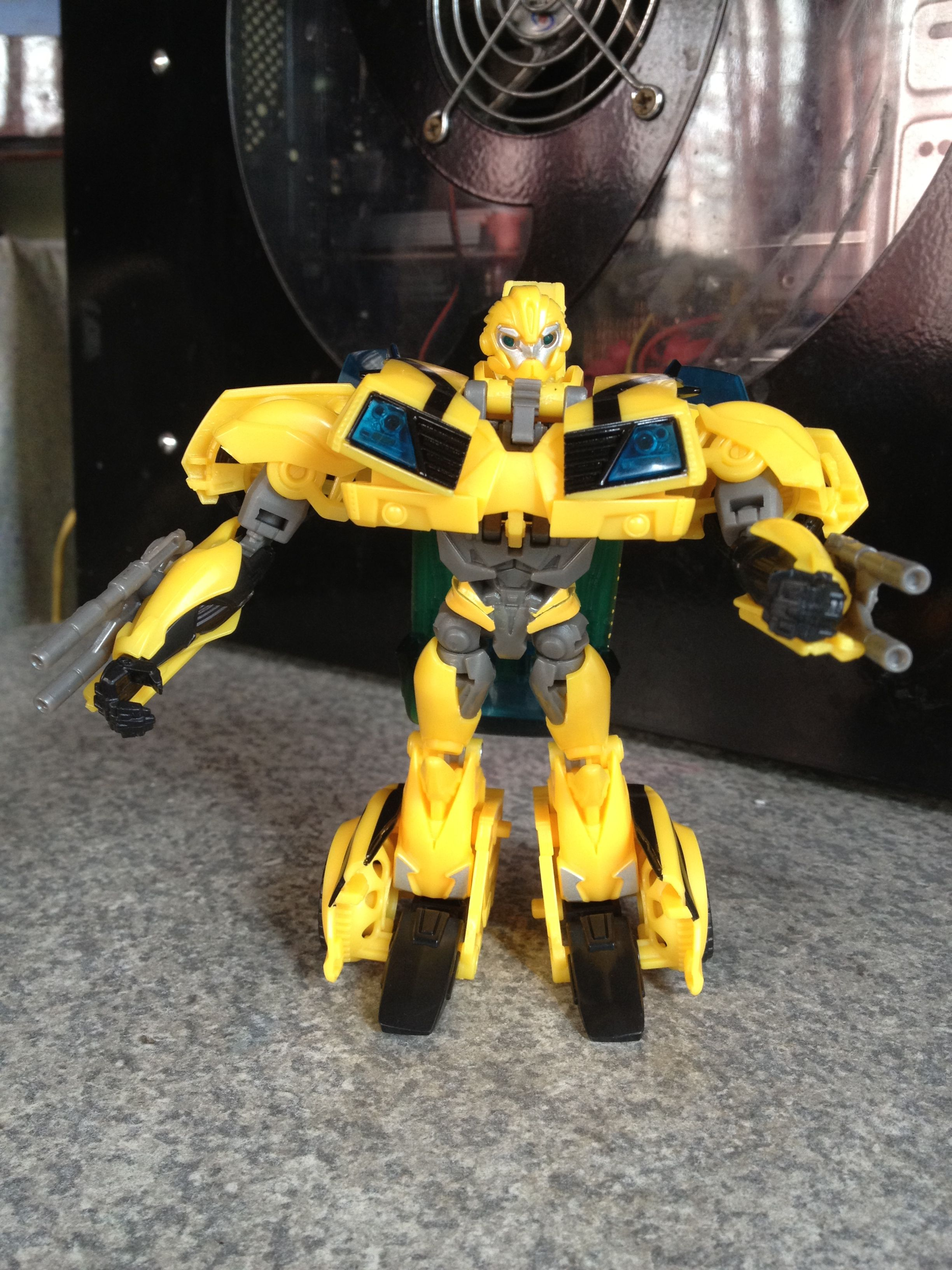Transformers Prime Robots in Disguise Bumblebee (robot mode)