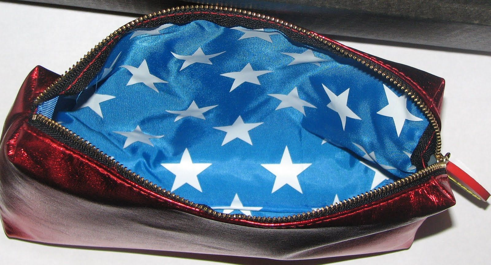 "MAC's ""WONDER WOMAN"" ""RED BULLETPROOF"" MAKEUP BAG inside"
