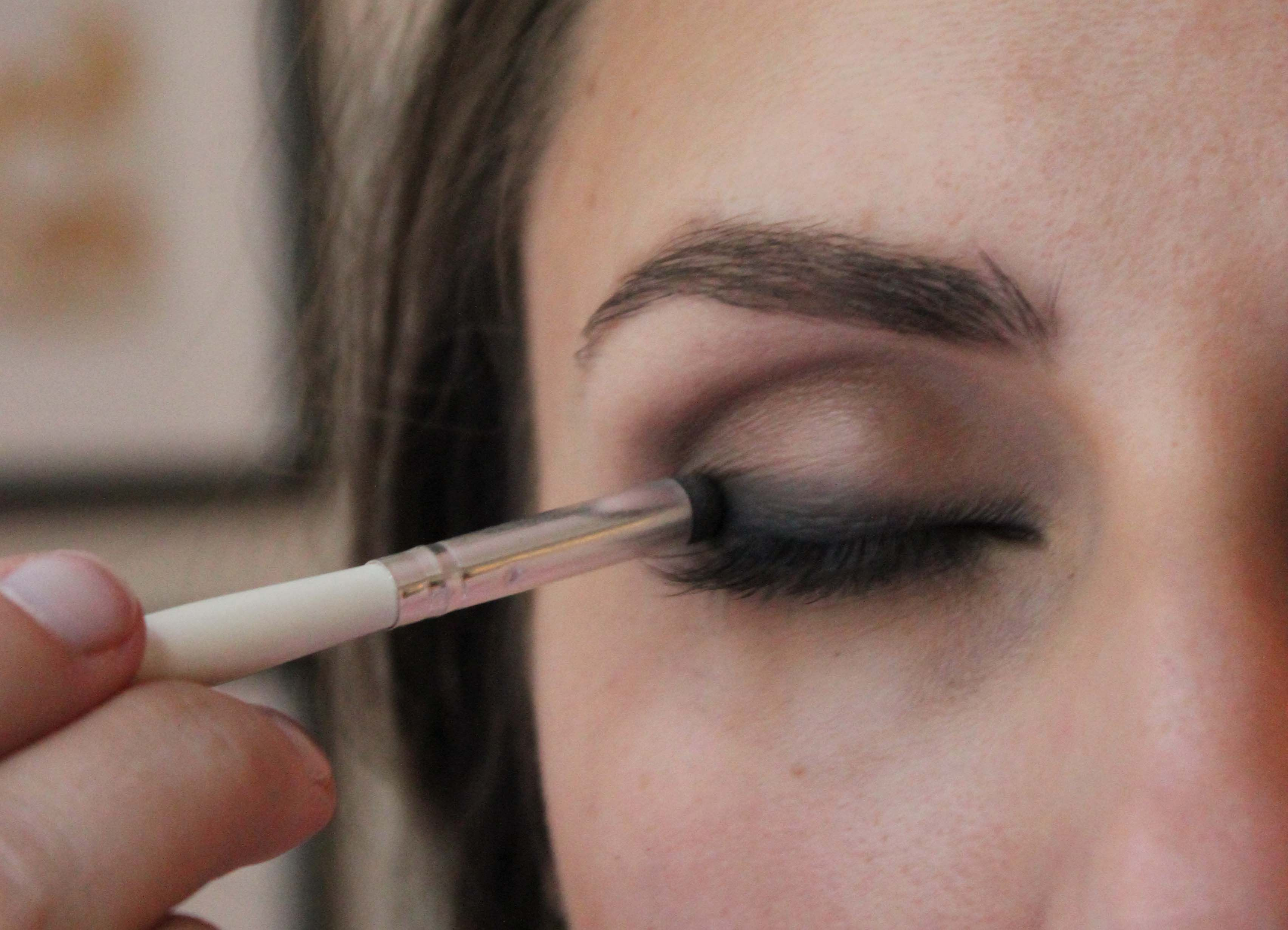 How to Wear Eyeliner for Beginners-Tutorial (Pics and Videos) images