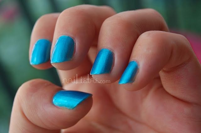 http://www.nailistas.com // Sinful Colors  >> Love Nails