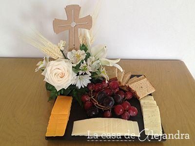 La casa de alejandra centro de mesa para primera comuni n con quesos uvas y trigo primera - Centros de mesa para primera comunion originales ...