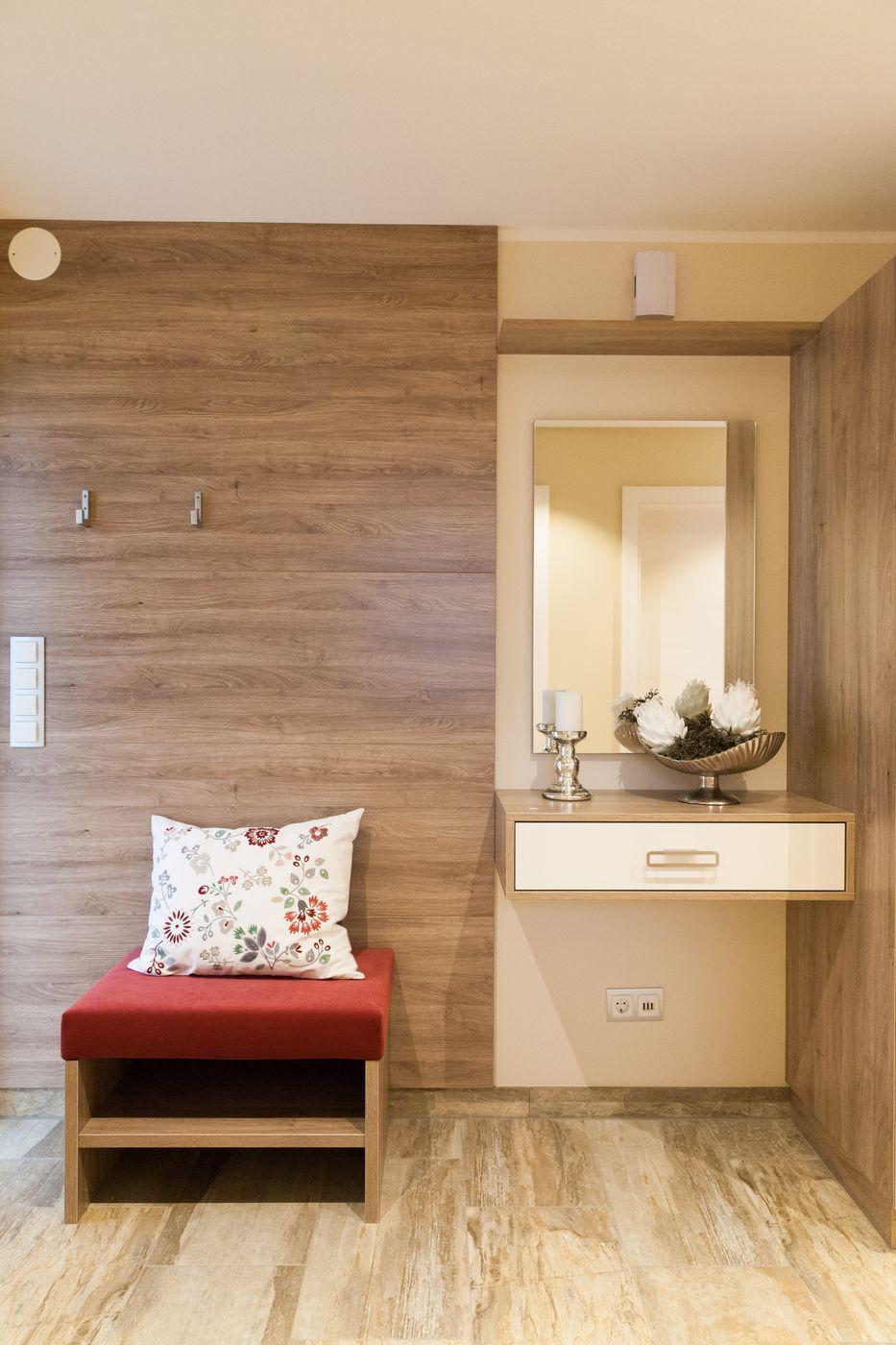 Flur Garderobe Eingangsbereich   Inneneinrichtung Haus Haid Trend 157 W  HARTL HAUS   HausbauDirekt.de