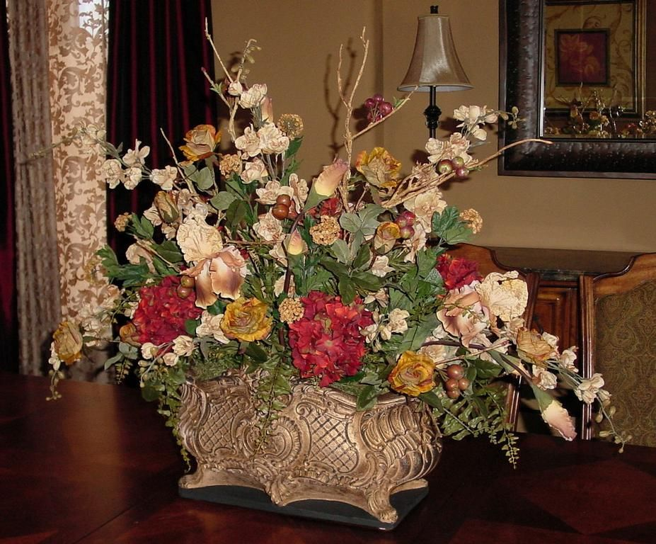 Dining room centerpieces dining room outstanding for Dinner table flower arrangements