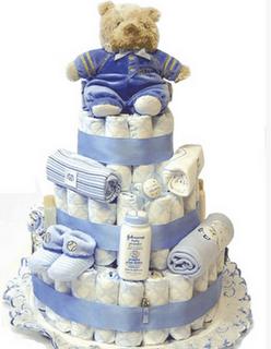 Chá de bebe e fraldas. Que tal  receber seu amigos e parentes com esse bolo de fraldas?