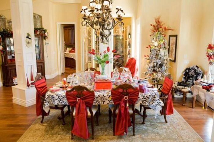 Ordinaire Preparing The Dining Room Decoration For Christmas Time Home EGFAeHXz