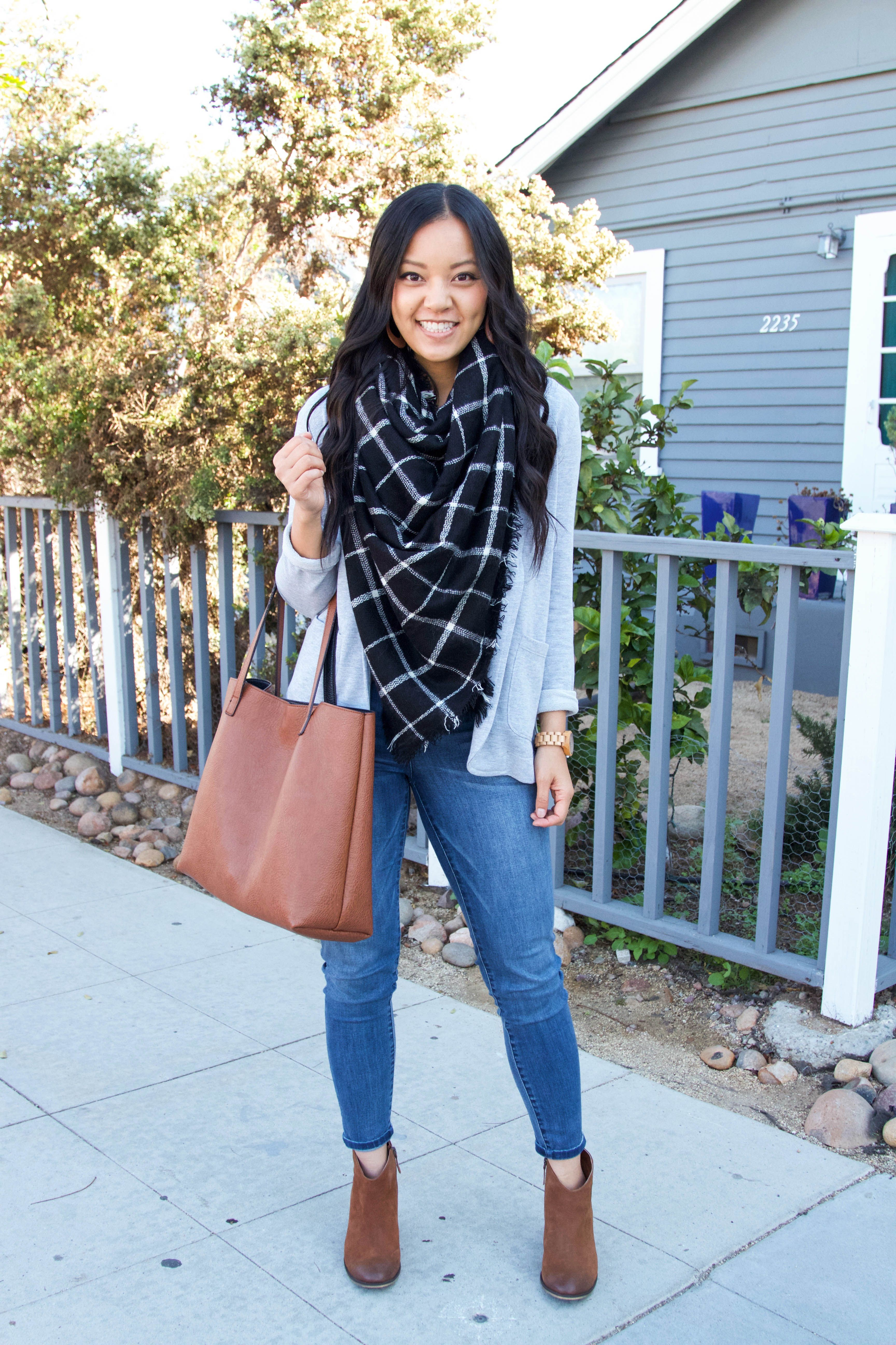 Watch 20 Outfits With Leopard Scarves To Try video