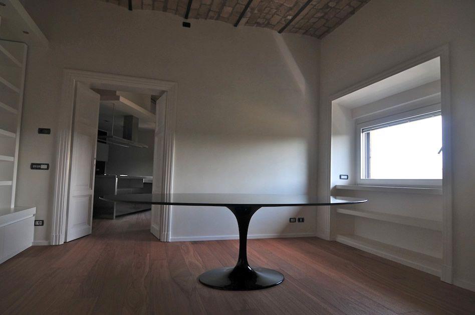 eero saarinen tulip tisch oval in schwarz mit schwarzer marmorplatte. Black Bedroom Furniture Sets. Home Design Ideas