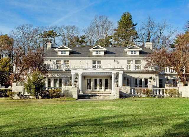 Mob Daughter Victoria Gotti Re Lists Long Island Estate Long Island Mansion Mansions House Styles