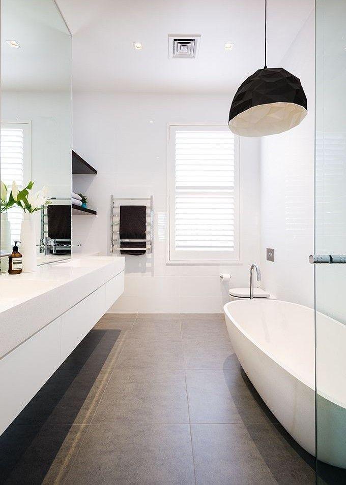 woonhome badkamer groter spiegel donkere lichte tegels bathroomideas