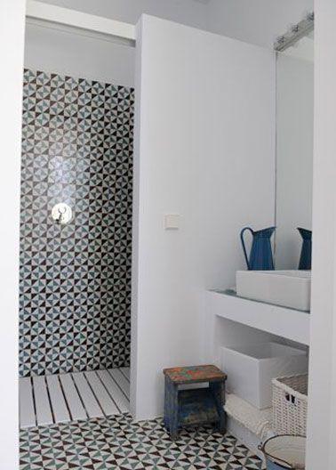 une petite salle de bain d co avec douche italienne mini salle de bain pinterest douche. Black Bedroom Furniture Sets. Home Design Ideas