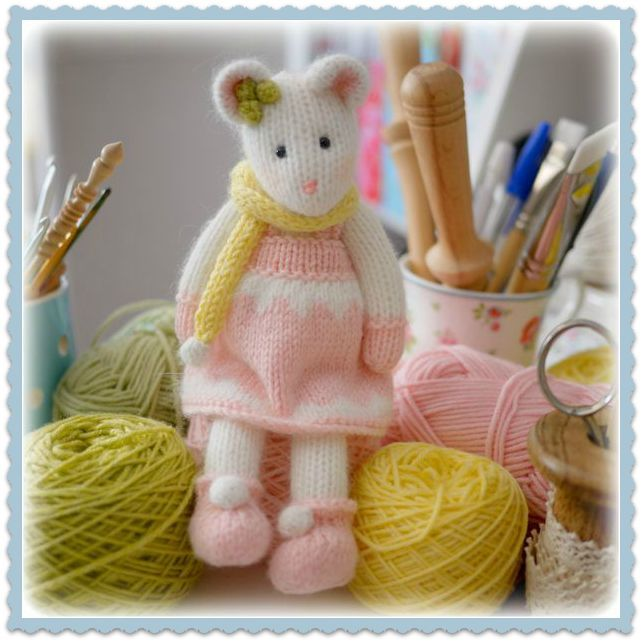 'Peaches' created using the 'WINTER Mice at the TEAROOM' knitting pattern...all extra details needed for the project are on the Tearoom blog....x http://www.maryjanestearoom.com/p/pattern-ideas.html