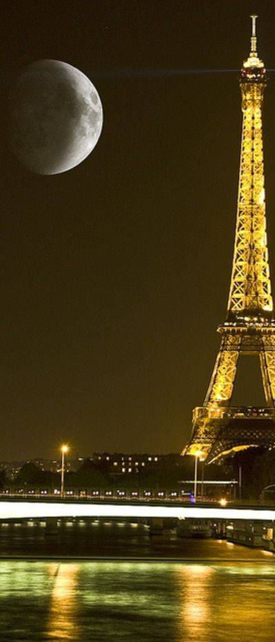 Paris, Eiffel Tower, super moon.  Because you- Kimberly- really can't have too many pictures of the Eiffel Tower ;).