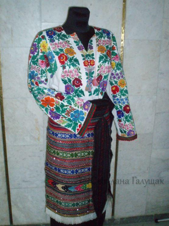 Gallery.ru / Виставка борщівських вишиванок в Яремче (липень-се - Борщівська сорочка - svetik67