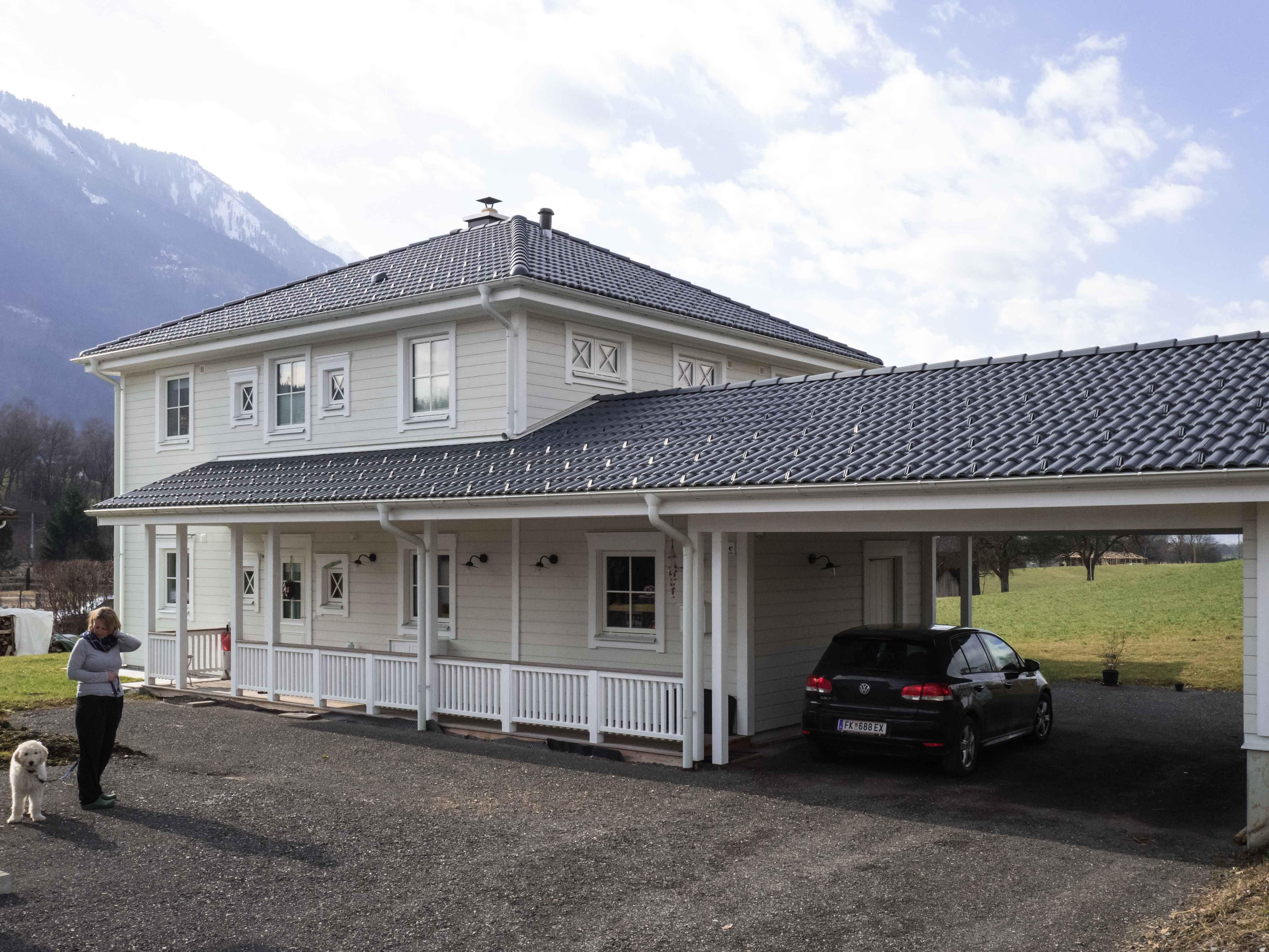Liebenswert Haus Mit Veranda Dekoration Von Die überdachte Eingangsveranda Verbindet Carport Und Haupteingang.