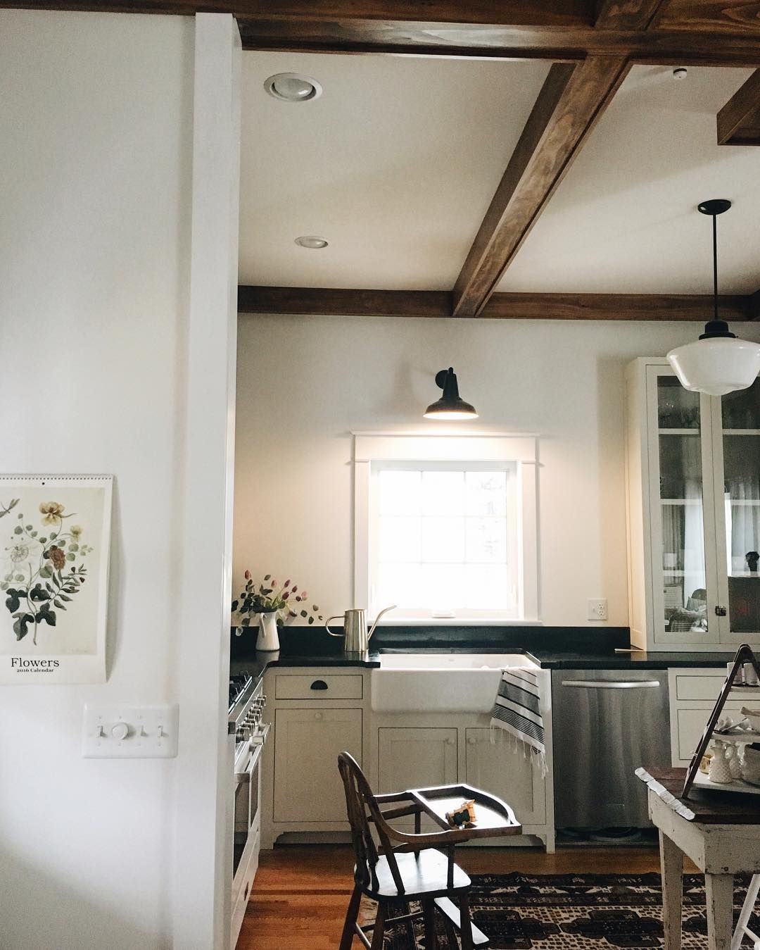 black and white cottage kitchens home house on farmhouse kitchen black and white id=86041