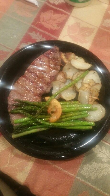Petite sirloin steak with pan fried potatoes and asparagus in a butter rosewine and lemon sauce