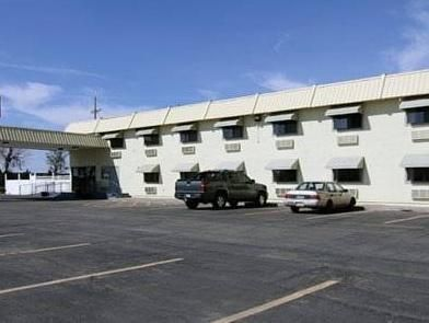 Clovis (NM) Quality Inn United States, North America Quality Inn is conveniently located in the popular Clovis area. The property features a wide range of facilities to make your stay a pleasant experience. Service-minded staff will welcome and guide you at the Quality Inn. Some of the well-appointed guestrooms feature air conditioning, heating, wake-up service, internet access – LAN (complimentary), television. Entertain the hotel's recreational facilities, including outdoor ...
