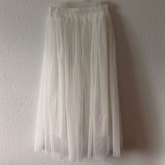 White Tulle Skirt * Worn once  * In excellent condition! * Two layers of tulle and a slip underneath * Waist is 23 1/2 inches without being stretched and can be stretched up to 30 inches for sure and maybe even more  * Purchased from an Instagram shop * Price is negotiable  Forever 21 Skirts Maxi