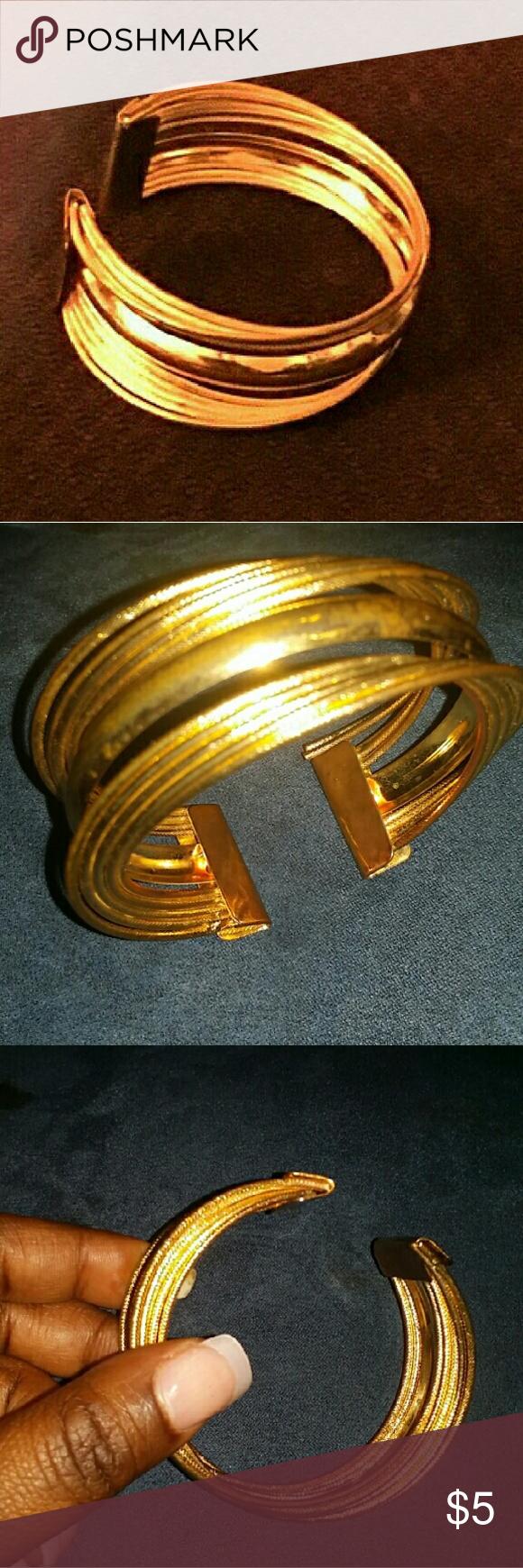 Goldtone bracelet Shiny! Jewelry Bracelets
