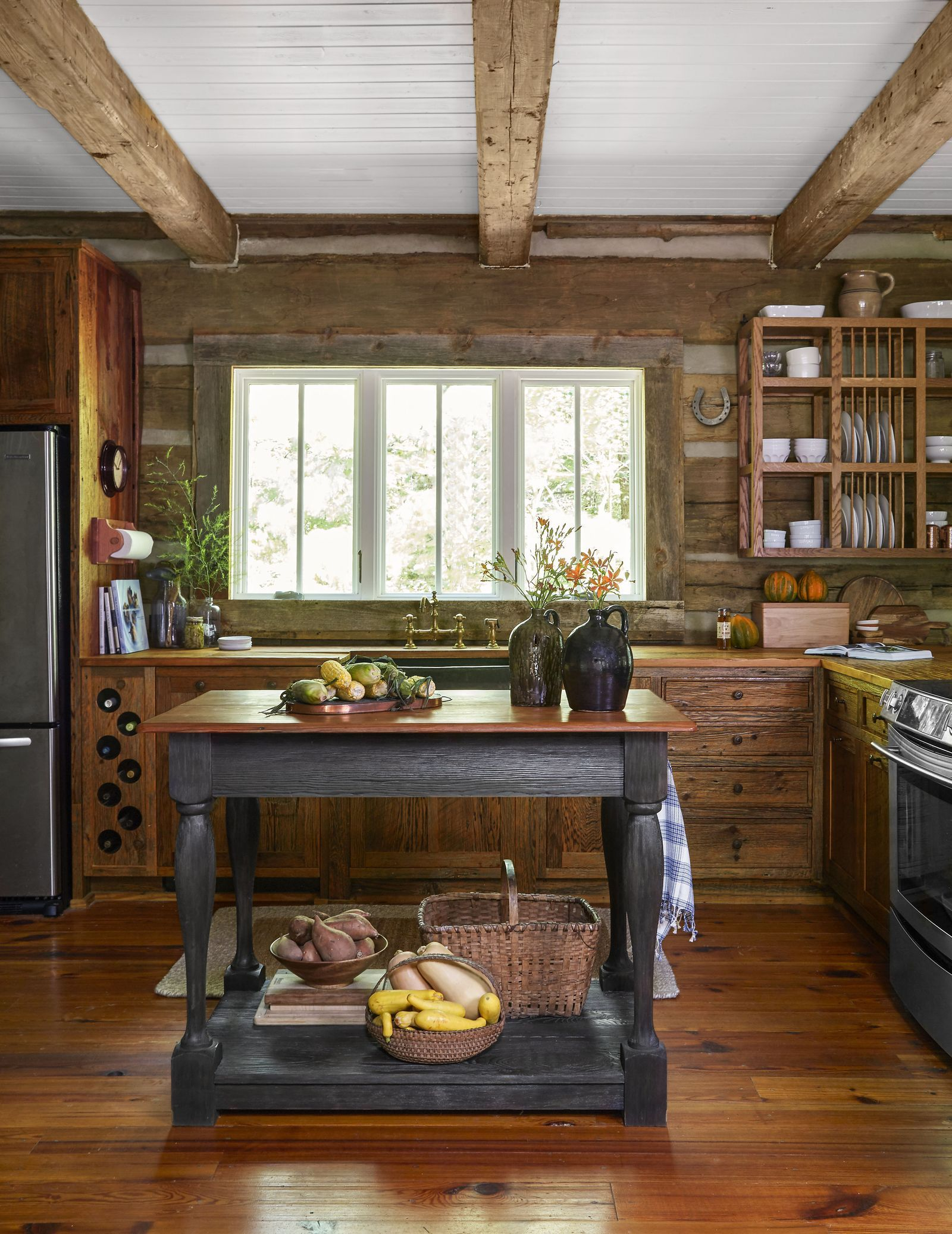30 easy and efficient ways to update your kitchen with images rustic cabin kitchens log on kitchen cabinets rustic farmhouse style id=29924